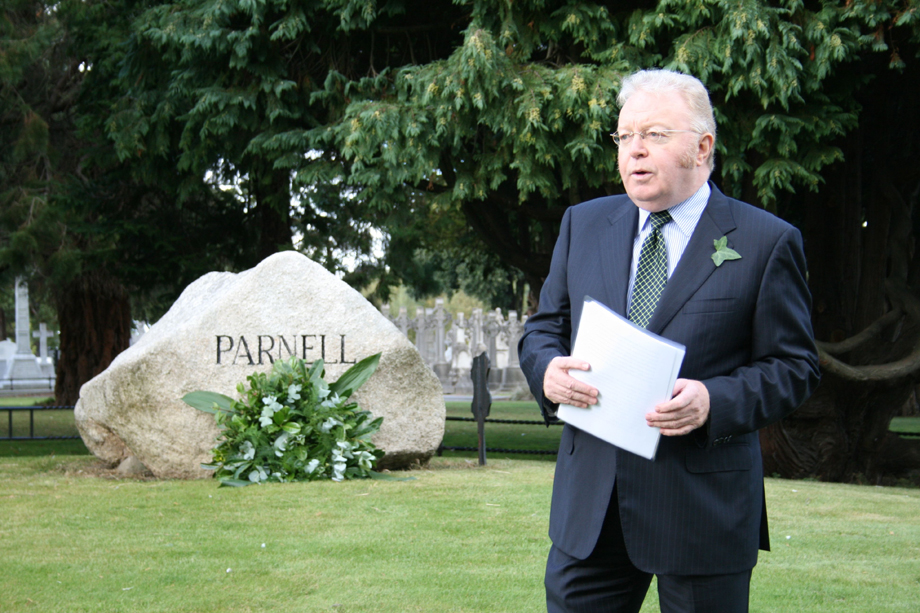 Felix M. Larkin delivering the address at the Ivy Day commemoration of the death of Charles Stewart Parnell in Glasnevin Cemetery, 4 October 2009